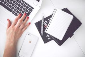 woman-hand-smartphone-desk (1)