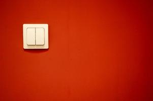 Červená zeď - vypínač