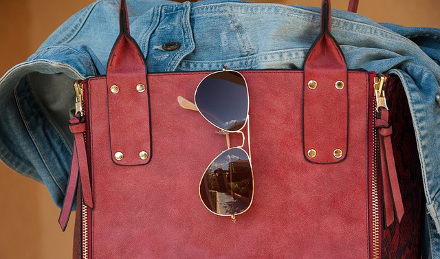 Začíná léto, měli bychom sáhnout po slunečních brýlích. Co takhle mít ty chytré?