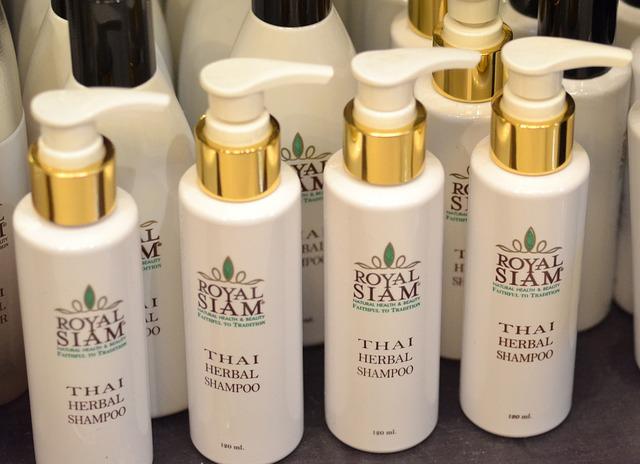 Myjete si vlasy suchým šampónem?